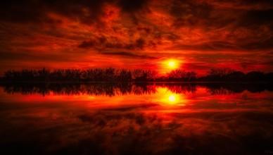 niebo-zachod-slonca-jezioro-czerwone