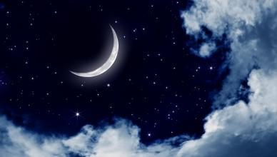 ksiezyc-chmury-niebo-noc